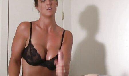 Elegante modelo de encender el pecho, el culo y la peliculas online eroticos vagina en la cámara